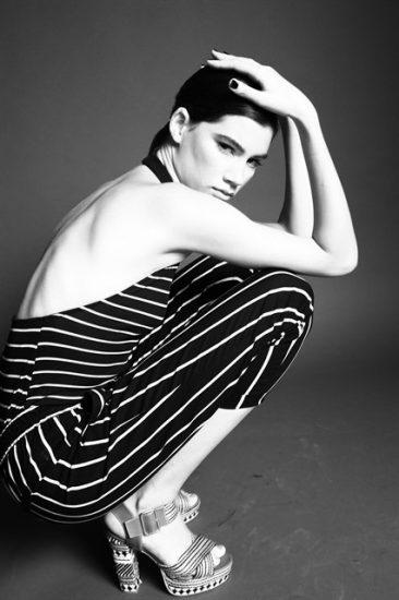 תמונה של דוגמנים מציגה את הקולקציה של הסטודנטים בתחום לימודי האופנה